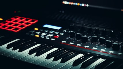 an Audio Studio Midi Controller keyboard for how to make a trap beat
