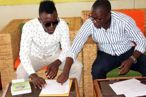 artist signing contract with his music manager